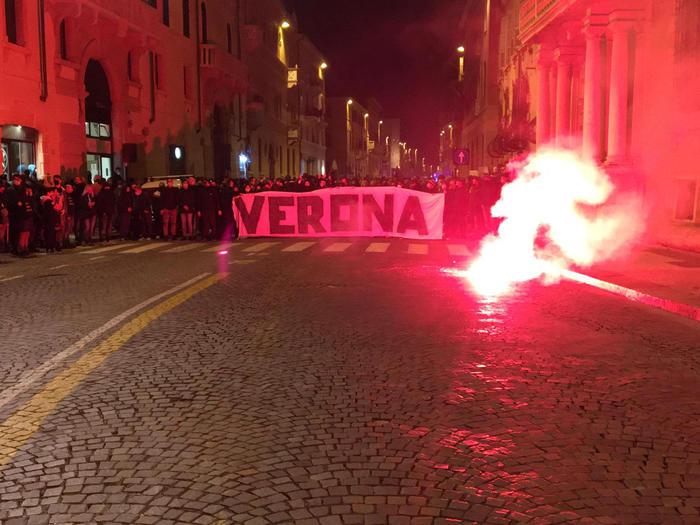 Scontri A Manifestazione Estrema Destra Verona Veneto Ansa It