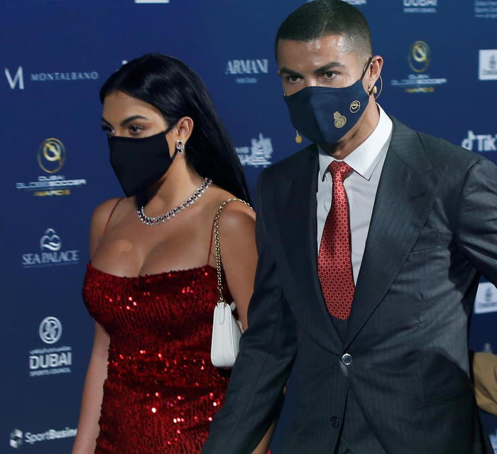 Weird Italy 5326607257de1b0c6f3155eb8e0d9279 Cops looking into C.Ronaldo 'skiing trip' What happened in Italy today