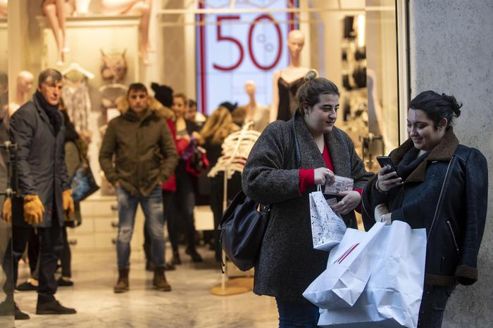 Weird Italy ad199ba79f052c531ecde5efbd800ba8 Consumer spending down 11% in December say retailers - English What happened in Italy today