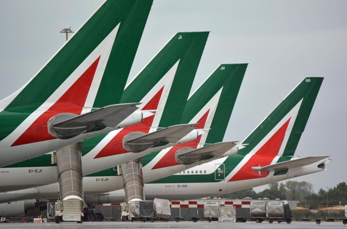 Alitalia: newco parte con 25-30 aerei thumbnail