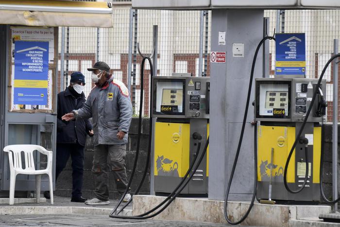 Benzina: prezzi stabili, 1423 euro self e 1578 al servito