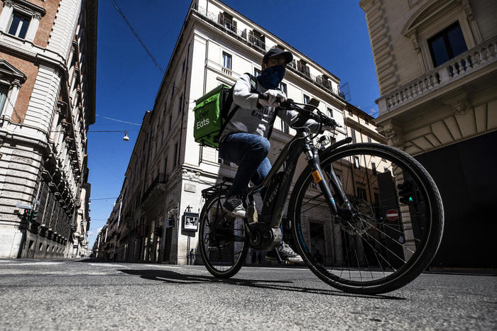 Weird Italy 3738493ac4d717c5fabcca624aaf6daf Uber Eats adopts health, safety protocol for riders What happened in Italy today