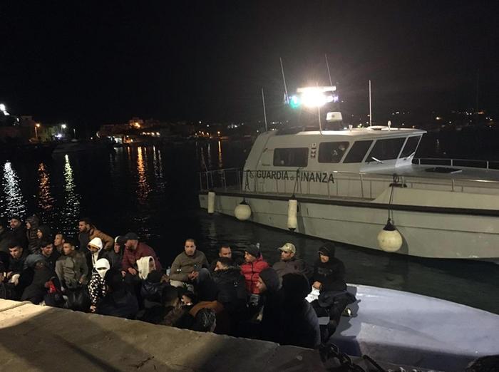 Migranti: otto sbarchi a Lampedusa, arrivati in 114