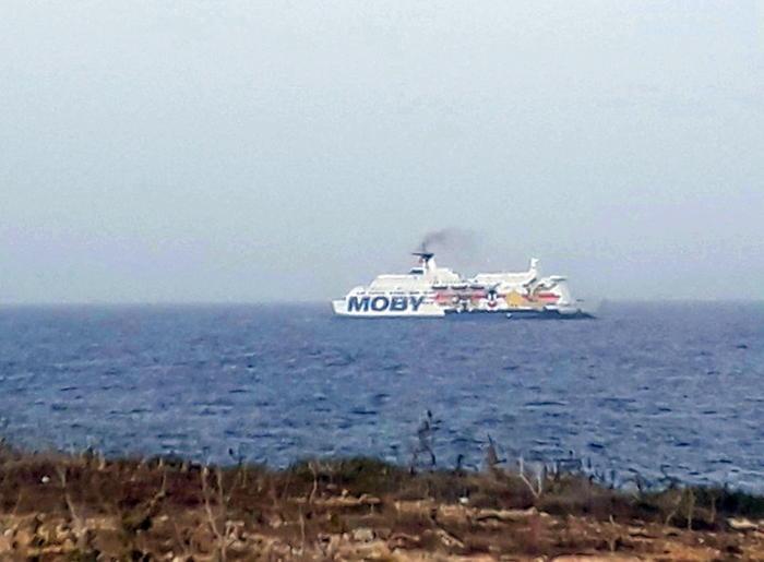 Migranti: salgono a 30 i contagiati su nave quarantena