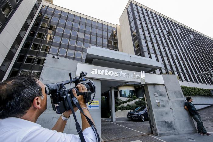 Atlantia: conclude con tonfo in Piazza Affari, -15% - Ultima Ora thumbnail