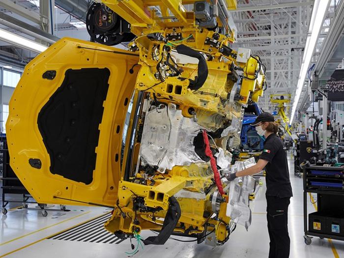 Fitch abbassa la stima del Pil Italia 2020 a -10%. Istat, segnali di ripresa dell'economia italiana - Economia