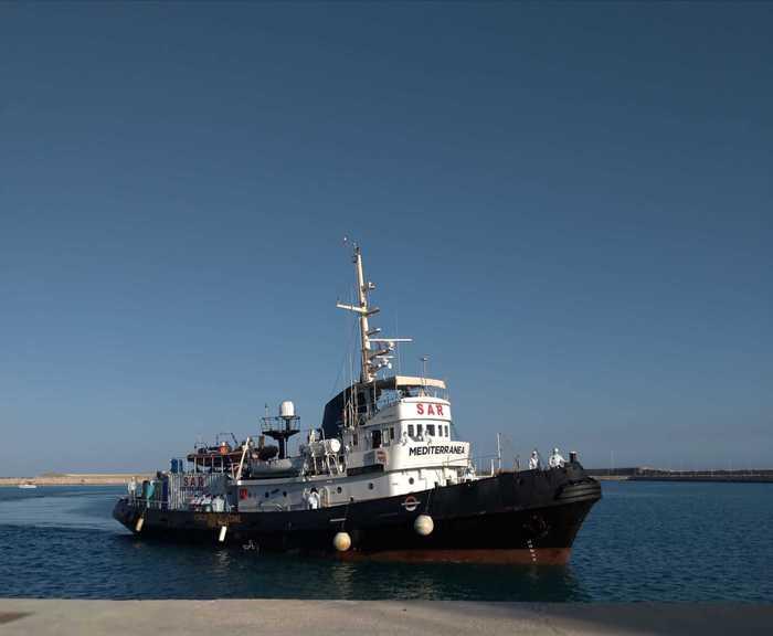 Migranti: attraccata nave Jonio a Pozzallo, 67 a bordo