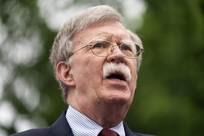 Bolton precisa, non voto Trump ma neppure Biden - Ultima Ora thumbnail