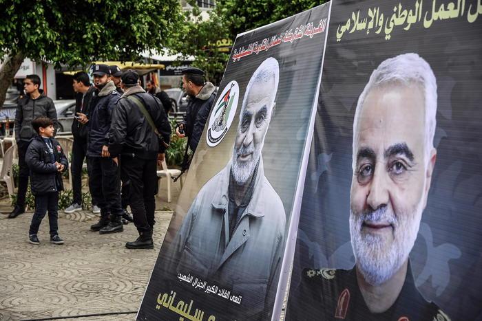 Iran: uccisione Soleimani, mandato d'arresto per Trump - Ultima Ora thumbnail