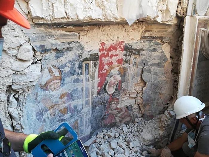 Affiora un affresco fra le macerie della Basilica di Norcia - Arte