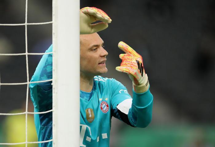 Calcio: video, Neuer canta canzone estrema destra croata