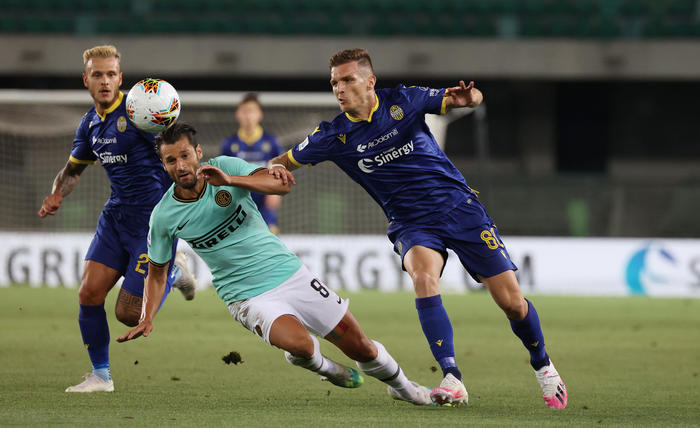 Serie A: l'Inter pareggia 2-2 a Verona