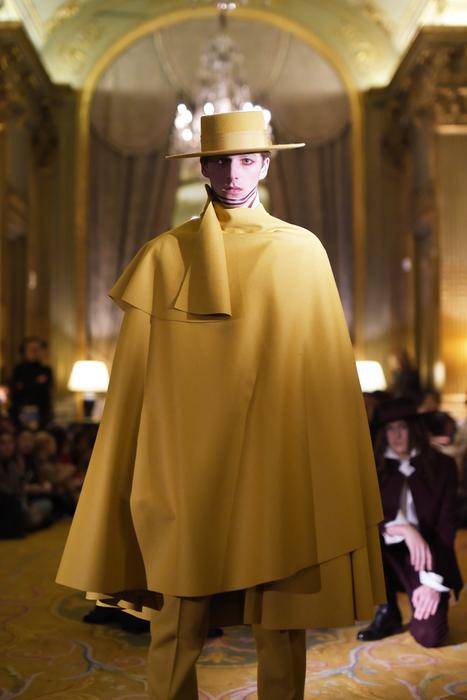 Parigi fashion week Men's, stile caliente di Oteyza