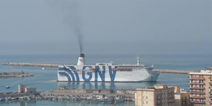 Migranti: 50 in fuga dal cpa di Porto Empedocle. A Lampedusa 8 sbarchi con 200 persone thumbnail