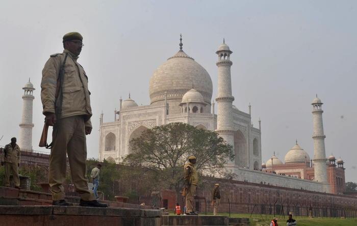 Coronavirus, India riapre il Taj Mahal