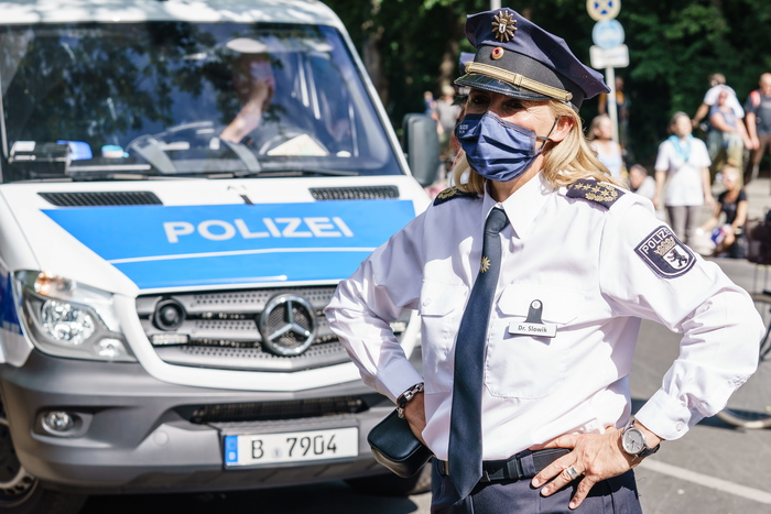 Germania: 5 bambini trovati morti in una casa a Solingen. Uccisi dalla madre thumbnail