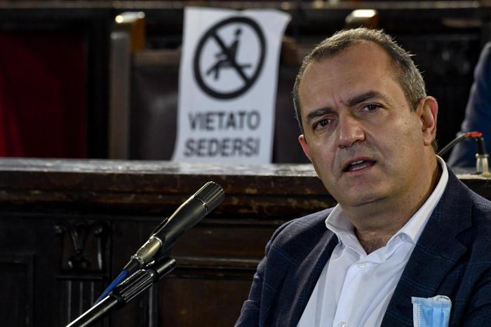 Weird Italy e6f228edbdd2a1d1d55968efa59de67e Naples Mayor De Magistris to run to be Calabria Governor - English What happened in Italy today