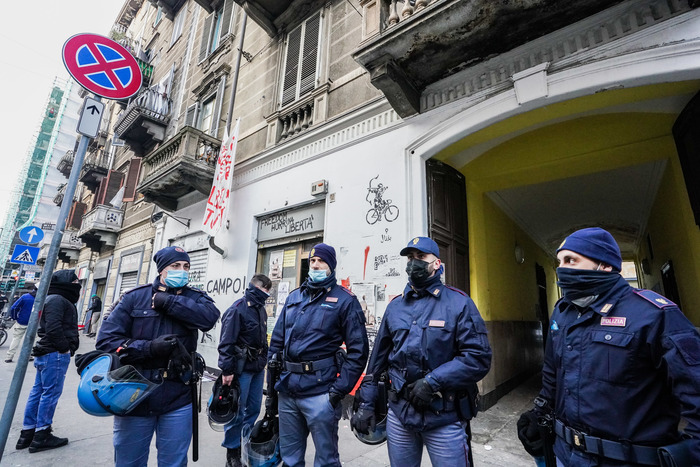 Weird Italy c99c2f02fb92c4c50922f844508e5cbf Anarchist squat cleared in Turin - English What happened in Italy today