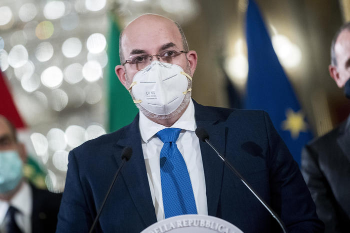 Weird Italy 3f2244d57cf03bef9f0aec14e82da0a3 M5S to eject rebel lawmakers says Crimi What happened in Italy today