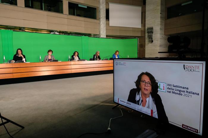 , Omaggio a Dante, la Farnesina celebra l'italiano, The World Live Breaking News Coverage & Updates IN ENGLISH