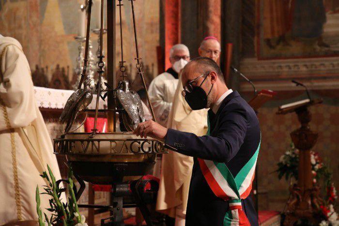 04-10-2021_san_francesco__sindaco_di_cagliari_accende_lampada_votiva.html