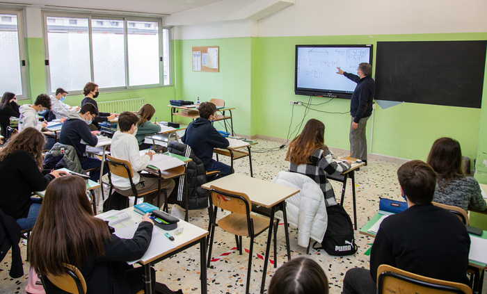 Weird Italy d0a4a7bf5b5bdf625a3c21301e12ef19 Almost all Italy's pupils finally back in school What happened in Italy today