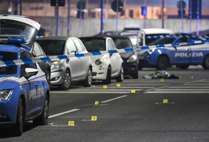 Weird Italy 158cc7d34c37b18155c7634d055ec693 Milan police shoot dead man who attacked them, passers-by What happened in Italy today