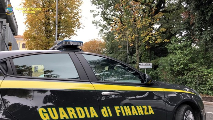 Weird Italy fdf21bd54e12b405f19f09df80618659 Cop arrested for pushing drugs to fuel habit What happened in Italy today