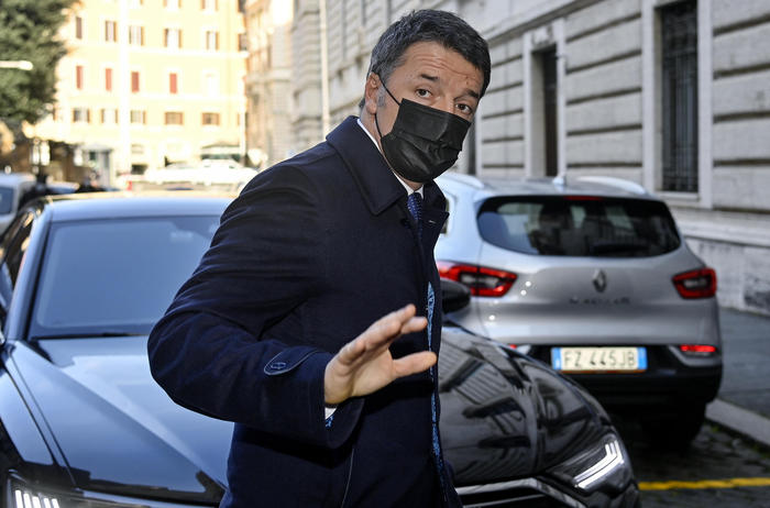 Weird Italy 84175501f8307fa77fa9418b68cfeaa7 2 bullets sent to Renzi What happened in Italy today