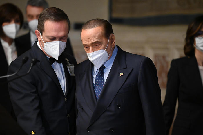 Weird Italy 620d3c499cc5d65ce2247a6ba4ca42cf Berlusconi bruises side in fall What happened in Italy today