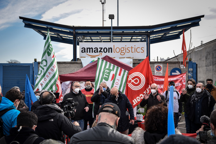 Weird Italy b12339fbab1a6af9db8d69d082818268 First strike of Amazon workers in Italy What happened in Italy today