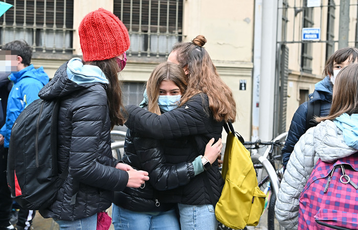 Weird Italy e8b0a27452f1852798ae91ce0f9d9ef2 Student blindfolded to stop her cheating on test What happened in Italy today