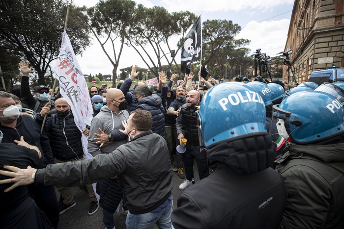 Weird Italy 640e1ca780b96d53d9599cd7b1a68a99 COVID: Anti-lockdown protest at Circus Maximus What happened in Italy today