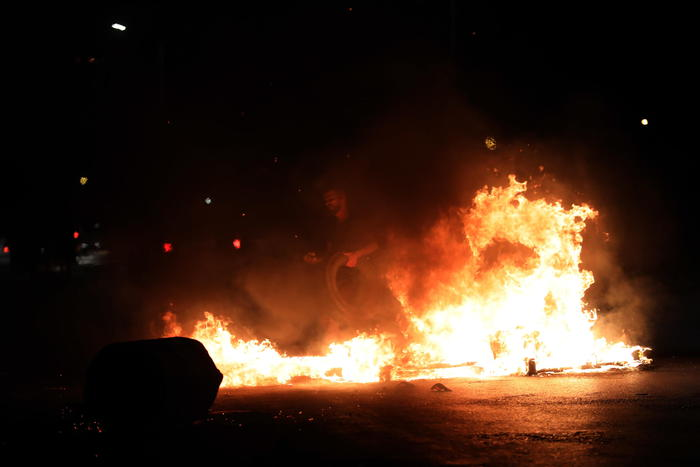 A Lod sinagoghe in fiamme. Sindaco, 'è Notte dei cristalli' - Ultima Ora -  ANSA