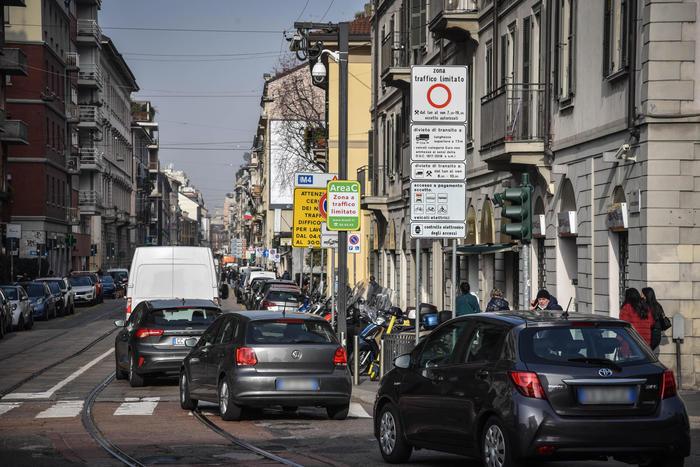 Lombardia: rimborsato bollo auto 2020 ad agenti di ...