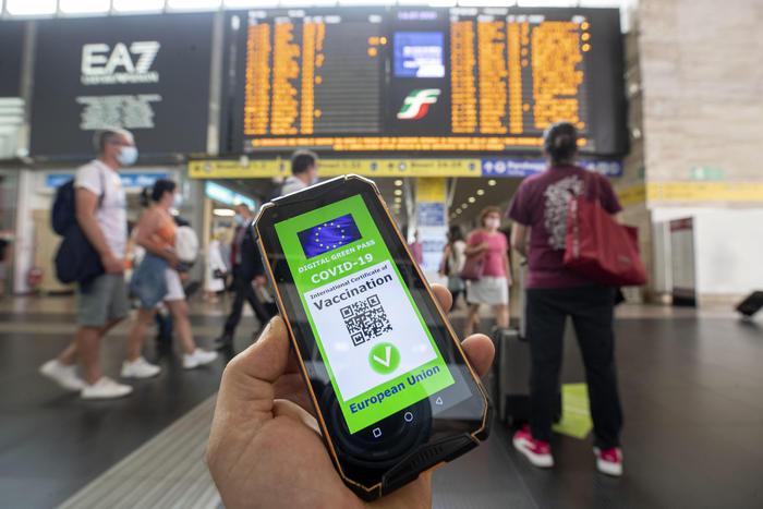 Green pass, Tajani: ok per i grandi eventi, a fine estate un check - Cronaca