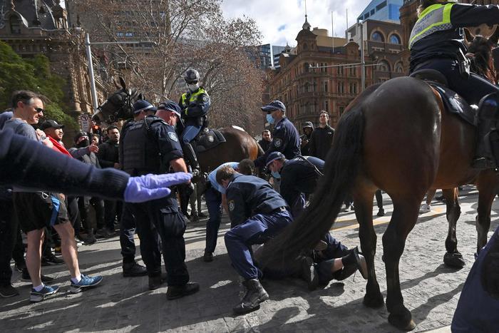 Covid: protesta contro lockdown a Sydney, scontri e arresti