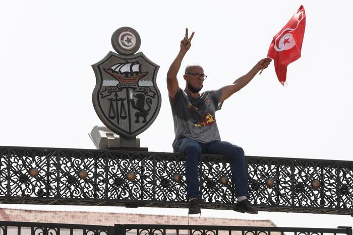Tunisia: Saied riduce coprifuoco, resta dalle 22 per Covid