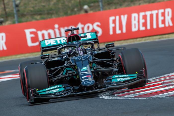 Hamilton in pole in Ungheria, Verstappen terzo