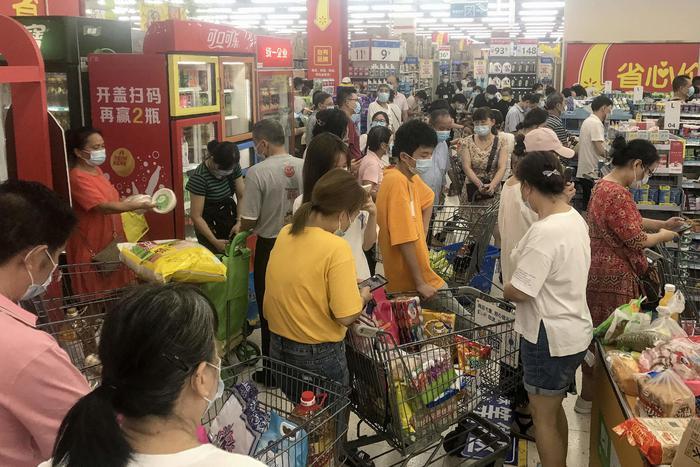 Covid, Wuhan testa i suoi 11 milioni di residenti