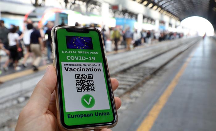 Green pass: a Milano Centrale coda ordinata per i tamponi