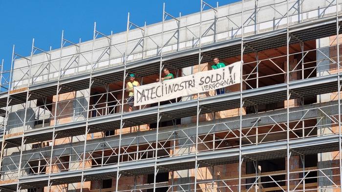 Senza stipendio da 3 mesi, lavoratori lasciano il cantiere