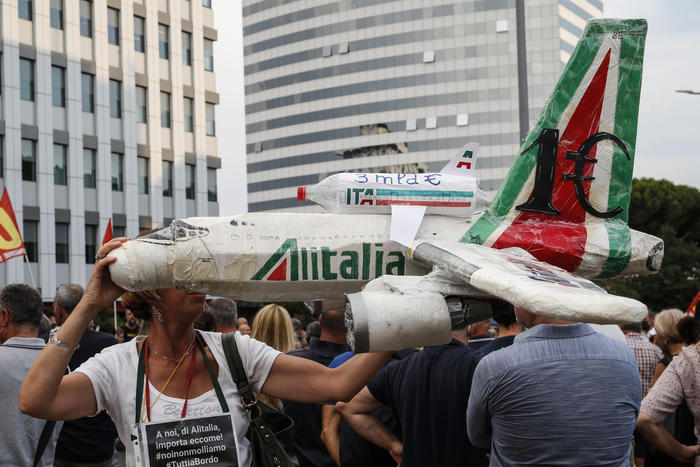 , Arrivano le nuove norme per Alitalia, con il decreto del Mims, The World Live Breaking News Coverage & Updates IN ENGLISH