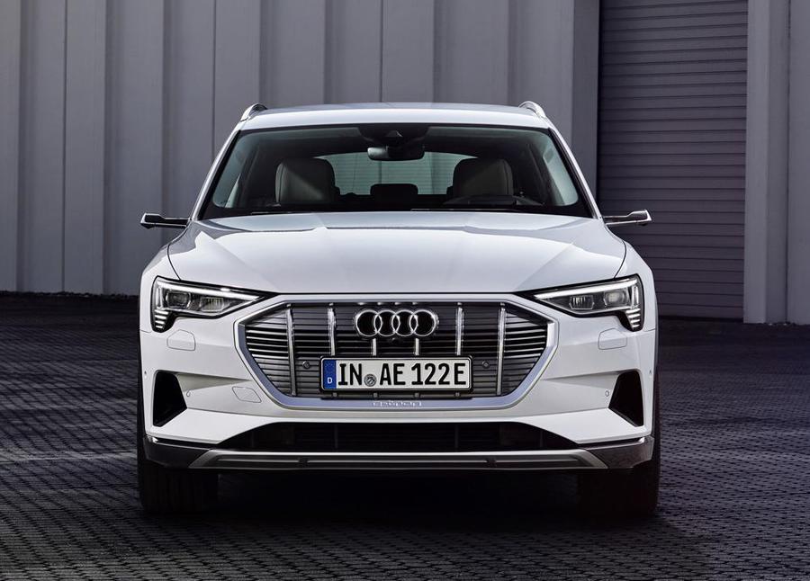 Audi rivela il nuovo SUV E-tron 50 Quattro