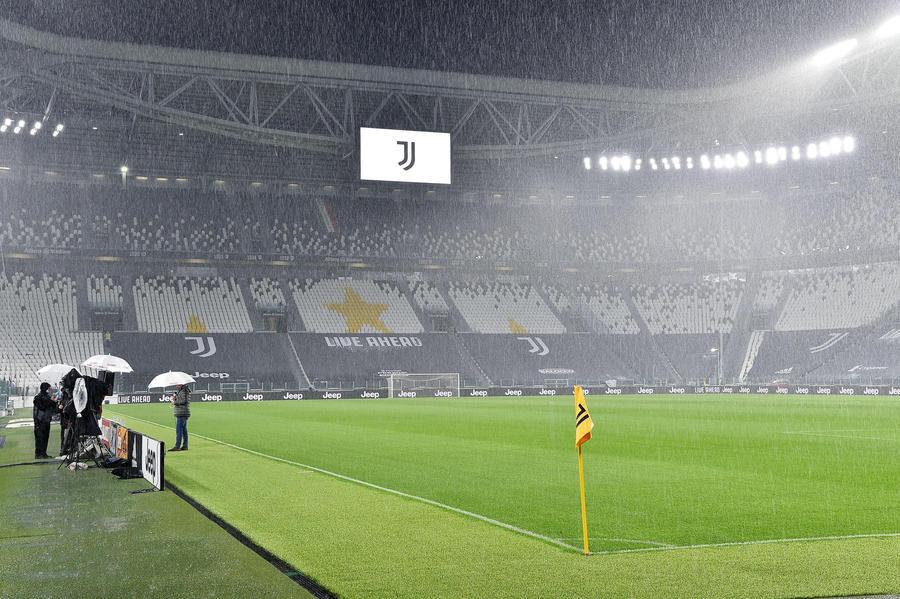 Serie A Juve Napoli Non Si Gioca Ed E Caos Scontro Totale Calcio Ansa