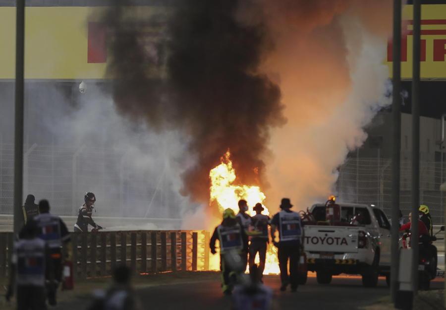 F1: in Bahrain avvio choc: la Haas di Grosjean in fiamme thumbnail