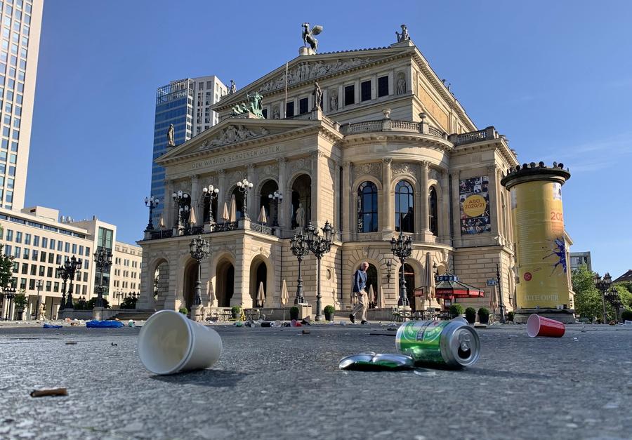 Gesti di inciviltà nel centro storico di Francoforte thumbnail