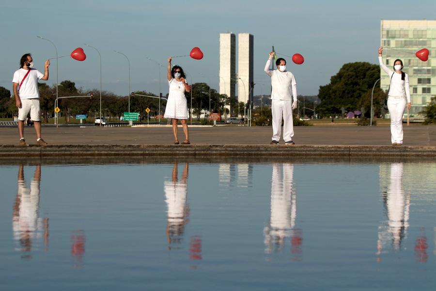 Artisti di strada a Brasilia thumbnail