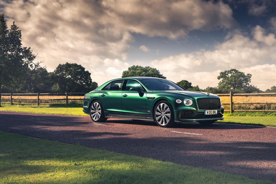 Bentley Flying Spur, più dinamica con componenti in fibra ©