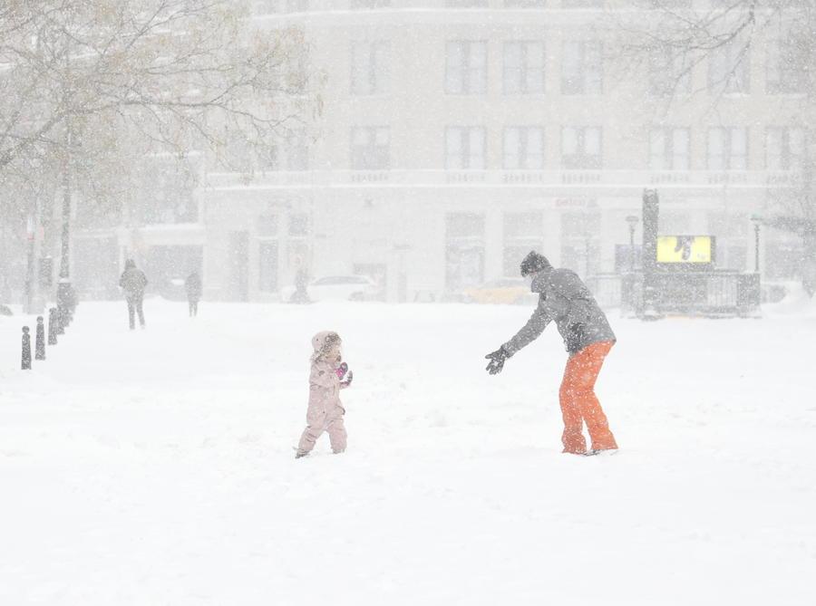 Bufera di neve paralizza New York, è emergenza LE FOTO - Primopiano -  Ansa.it
